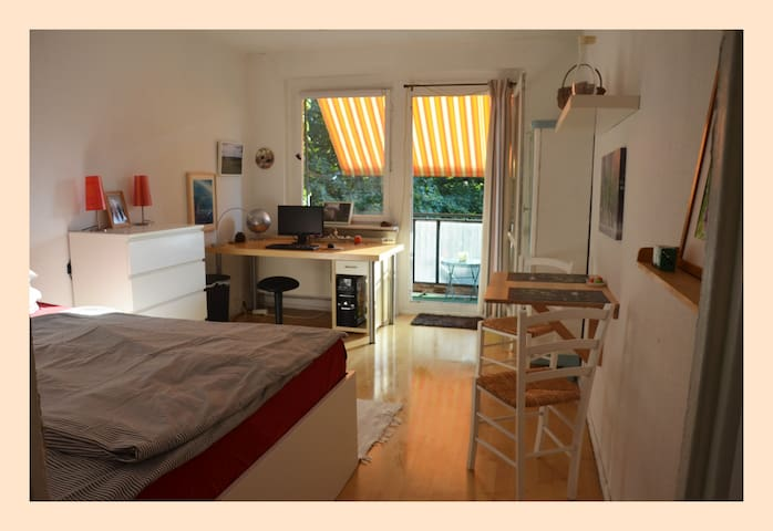 :-) SINGLE-Apartment am Park mit BALKON, Fahrstuhl