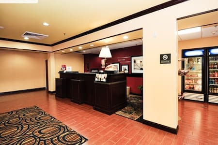 Kentucy Derby Hotel - sleeps 4 - Louisville - Byt