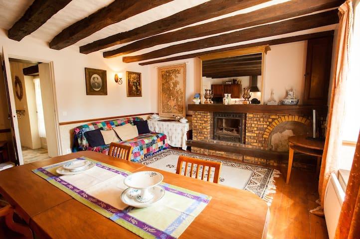 Dove sofabed in livingroom (Bdrm #3)