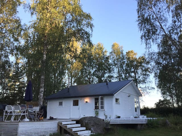 Beautiful country house, 1, 30 h from Stockholm - Sala SV - Cabaña
