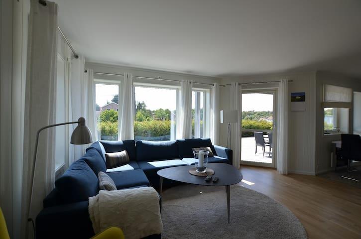 Hyggelig og romslig leilighet i nærhet til sjøen