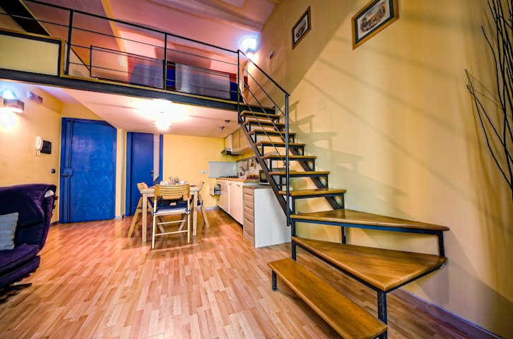 charming small apartment and tours - Nápoles - Casa