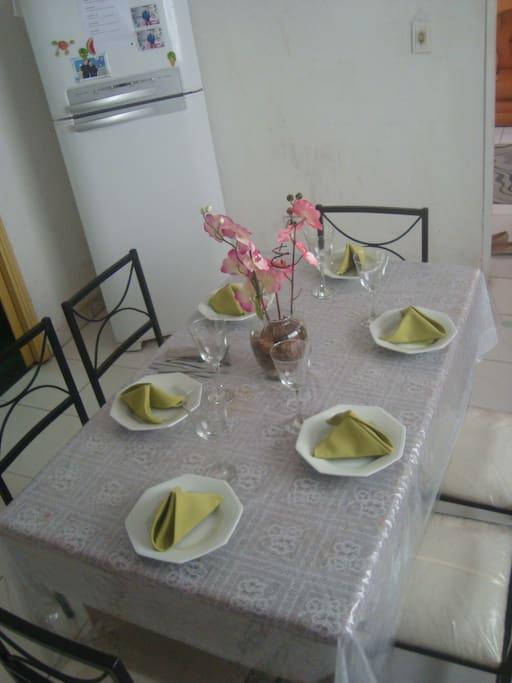 Mesa com 6 lugares, Todos os utensílios de cozinha.