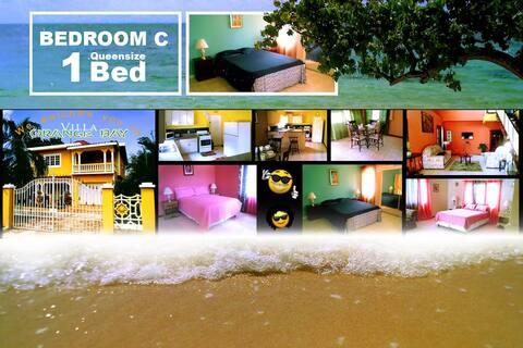 Villa Orange Bay - Bedroom C (Queensize Bed)
