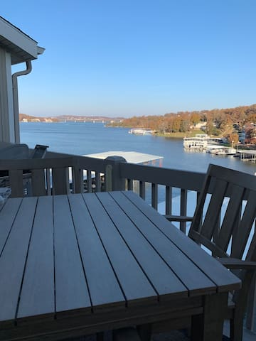 Relaxing lake front condo with a great view!!!