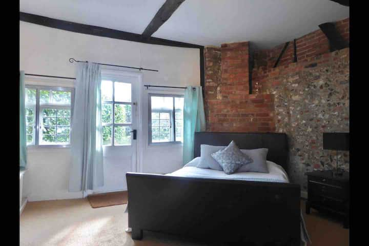 Studio Annexe in a beautiful Luxury Cottage