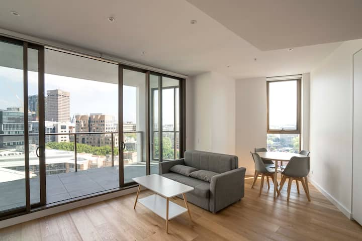 Modern Apartment in Sydney's Darling Harbour CBD