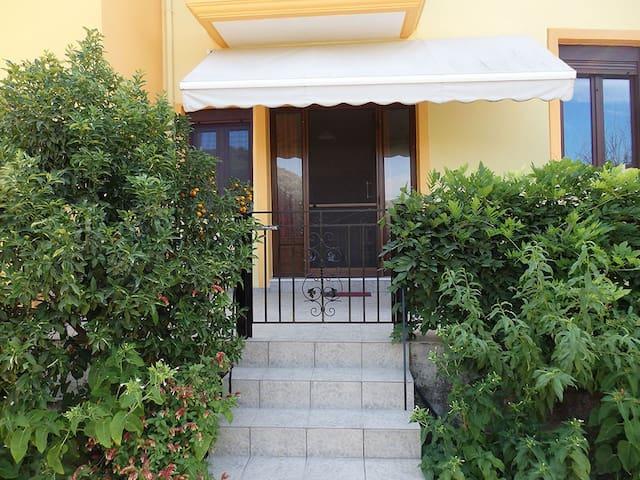 Διαμέρισμα με θέα βουνό και κήπο - Githio - Appartement