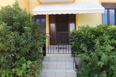Διαμέρισμα με θέα βουνό και κήπο - Githio - อพาร์ทเมนท์