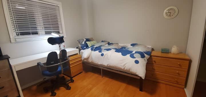 In Thornhill---Cozy bedroom