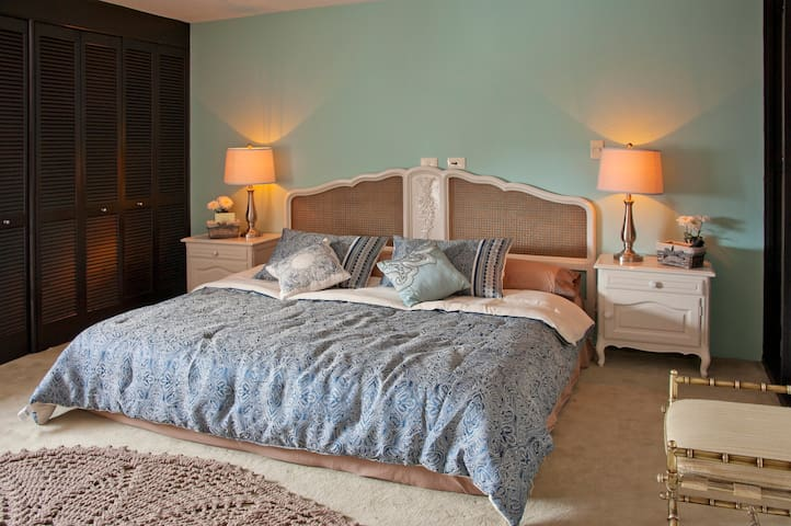 Master room with king size bed