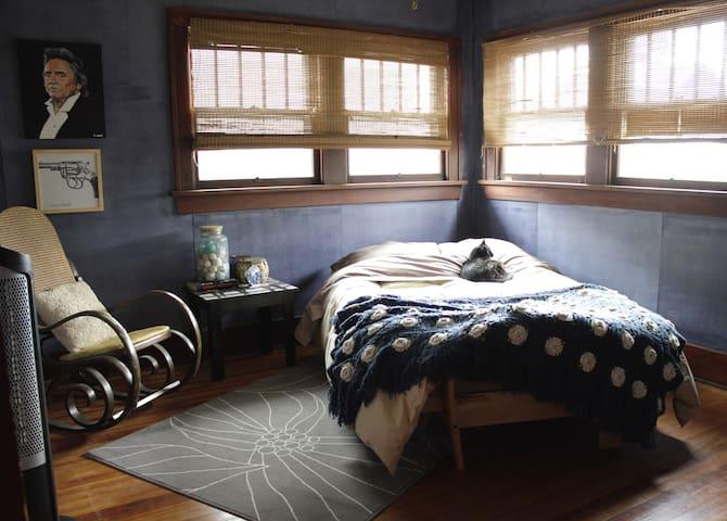 Artist Cottage in Denver
