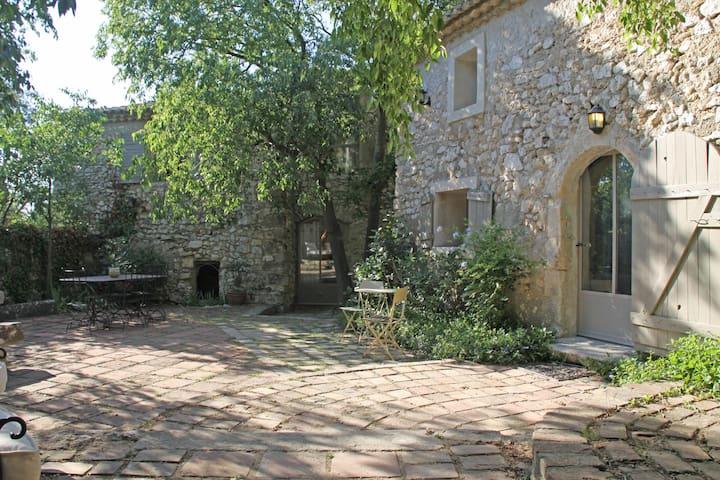 mas provençal au pied du village - Eygalières - House