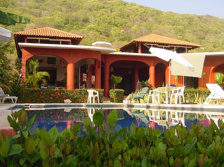 Casa Delfin Sonriente - Downstairs Villa