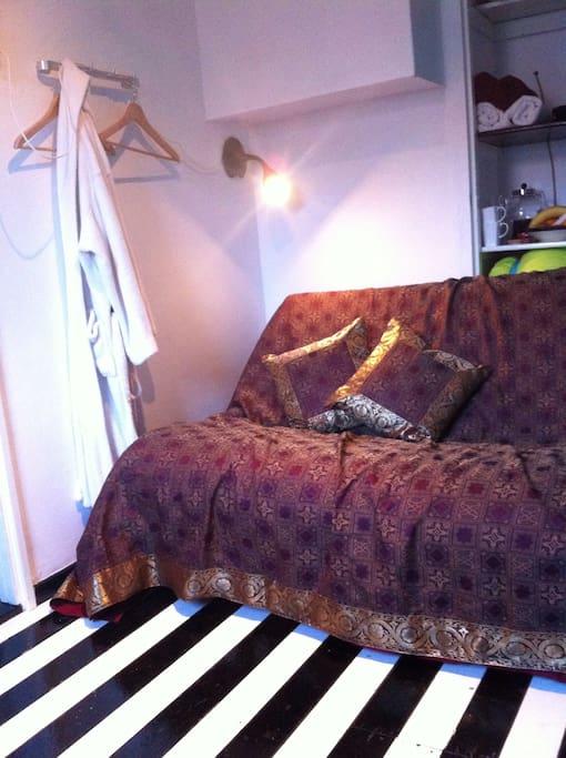(Sleeping) sofa in the guestroom