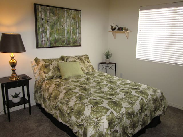 Your O-Town Oasis - Spacious & Quiet Room