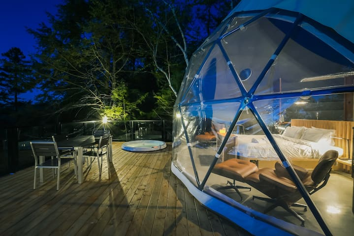 Lux dome at Bel Air Tremblant. 8 mins to resort, hot tub, pool, zipline and more!