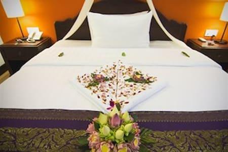 Standard A/C Double @ CENTRAL Hostel. Free Pickup! - Krong Siem Reap