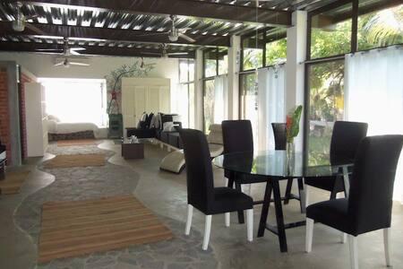 Casa Pitaya-live life like royalty