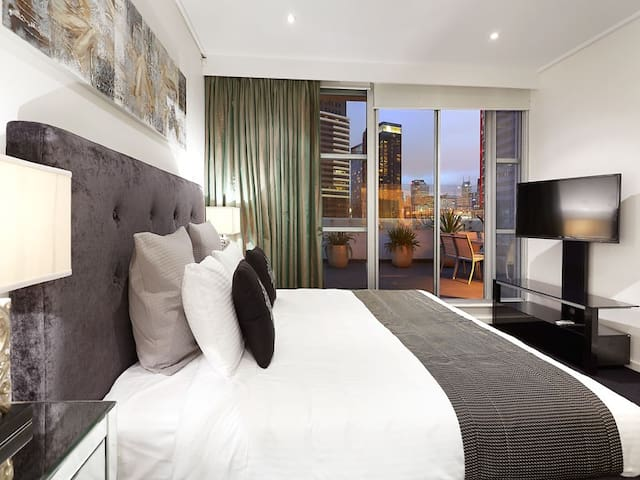 Gem Apts - 4 Bedroom City Apt - Southbank - Apartment