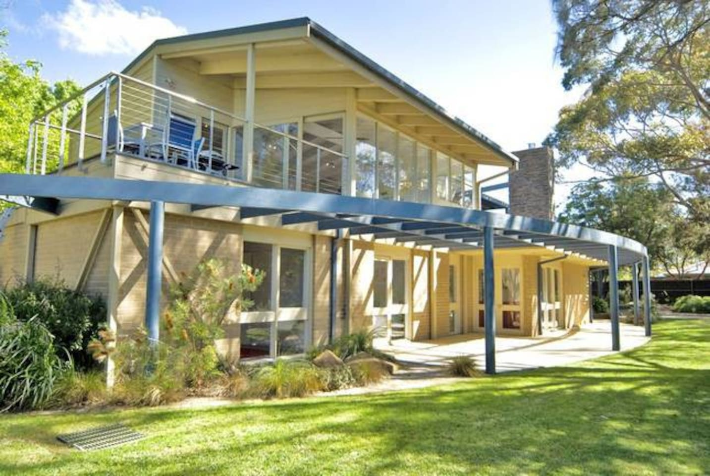 The perfect holiday house with bay views, 2 doors from direct beach access