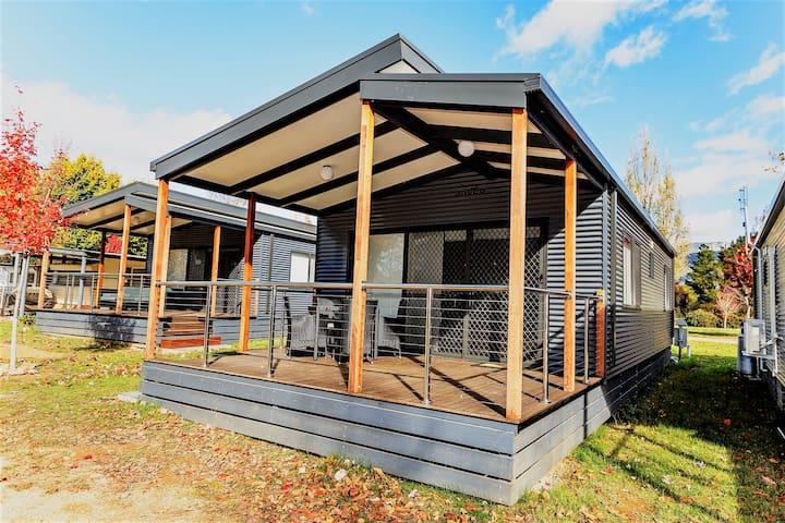 Luxury Riverview Cabin 5 person