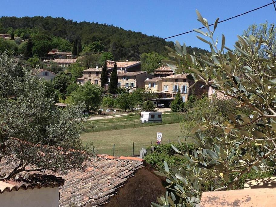 Vue de la terrasse sur le hameau
