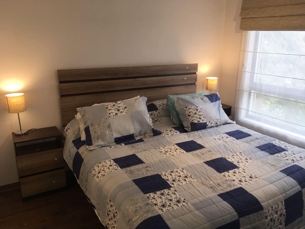 Dormitorio principal , habitación de primer nivel, todo nuevo, alto estándar.