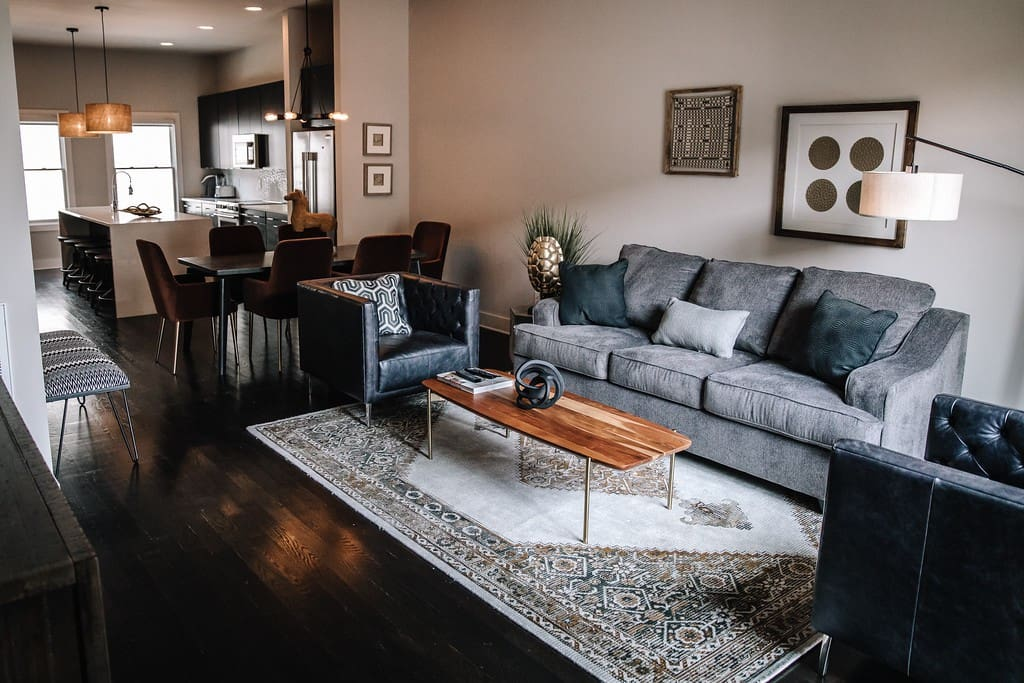 Spacious living room for large groups