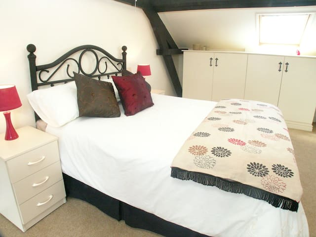 Hamlet Cottage sleeps 3-4 Stratford upon Avon