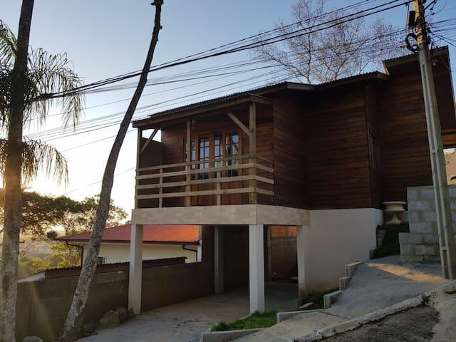 Casa há 3 km das praias Ingleses, Daniela, Jurerê
