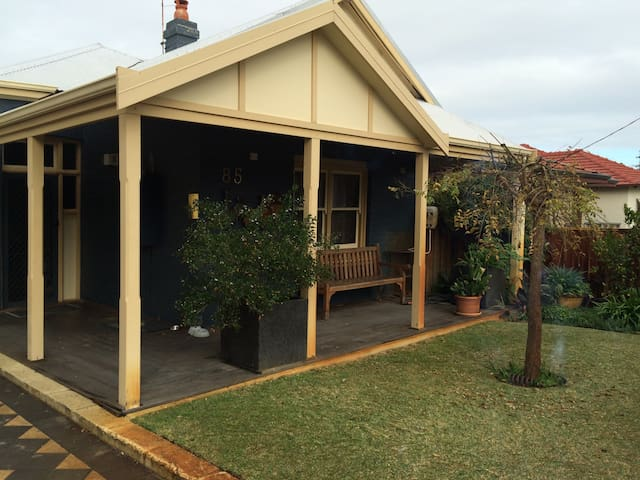 Family  & Business Friendly Home Away From Home - Mount Hawthorn - Maison