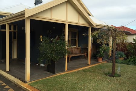 Family  & Business Friendly Home Away From Home - Mount Hawthorn