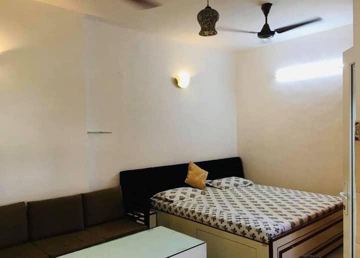 ★WOW studio apartment in South Delhi,metro 5 mins★