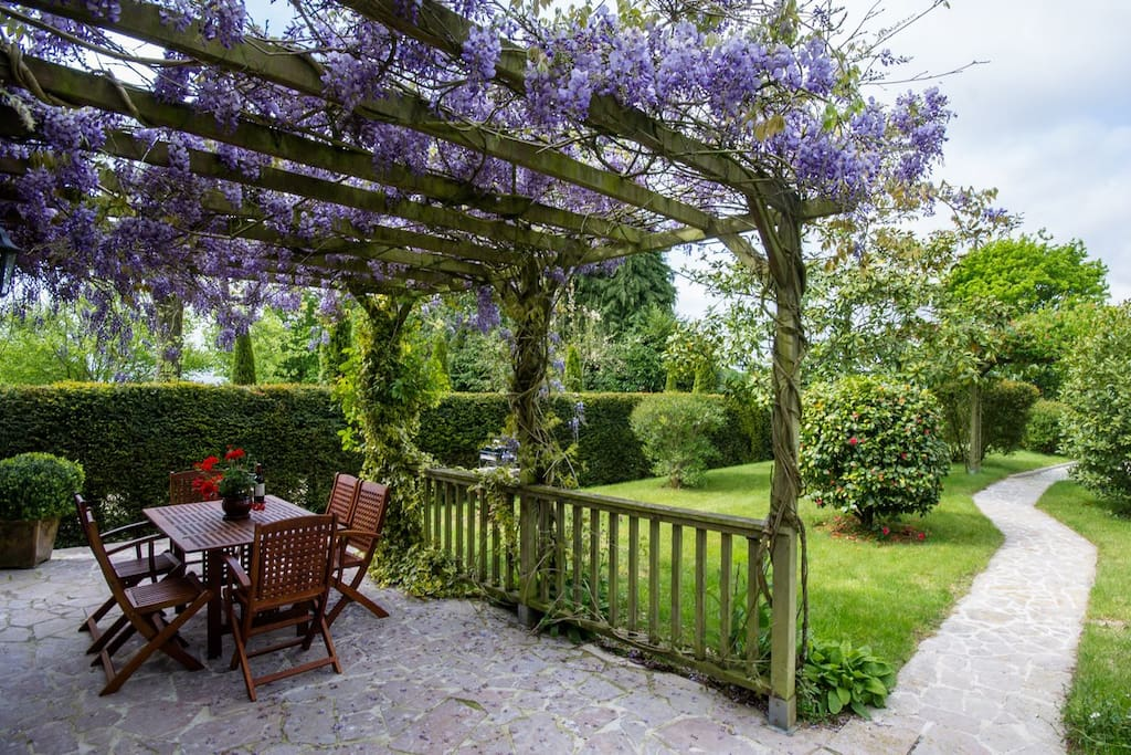 Beautiful mature gardens in a peaceful location