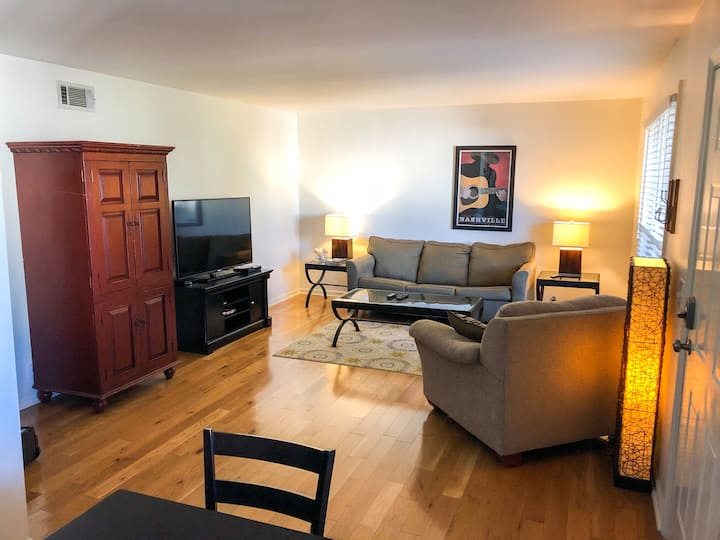 Cozy 2 Bedroom Downtown Nashville Unit 10