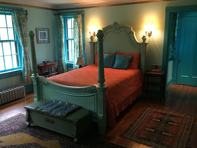The Blue Room at 291 - Cleveland - Bed & Breakfast