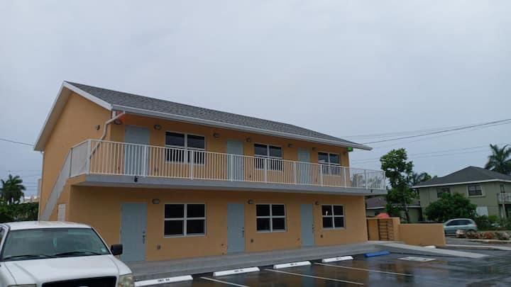 Golden Lotus Cayman - Eco-Friendly Tropical Home