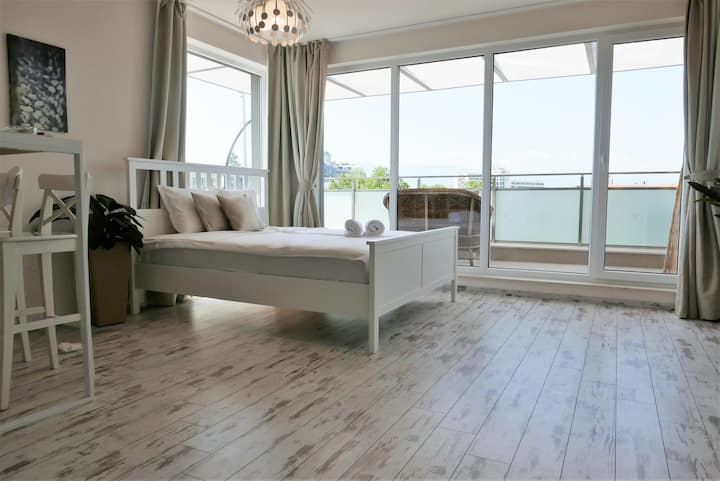 Charmful new flat with Hill view