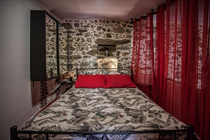 The head bedroom with hidden light in the stone recessed handing wardrobe with mirrors.