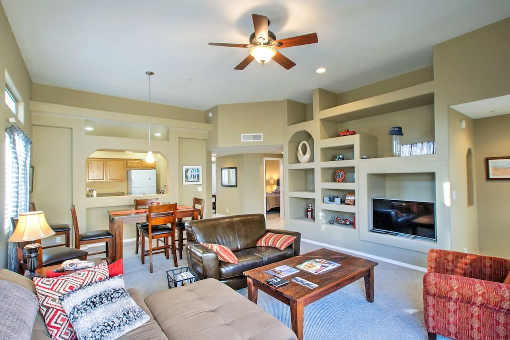 Up to 6 guests will enjoy all of the amenities of home plus a community pool and more while staying in this quaint condo.