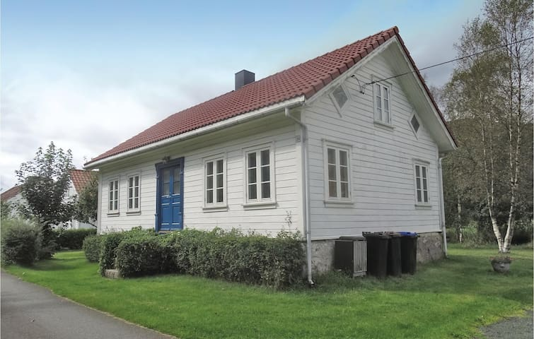 Holiday cottage with 3 bedrooms on 90 m² in Øyestranda