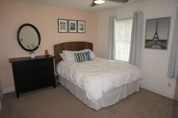 Host Family Haven: Close to Coliseum/Friendly Ctr