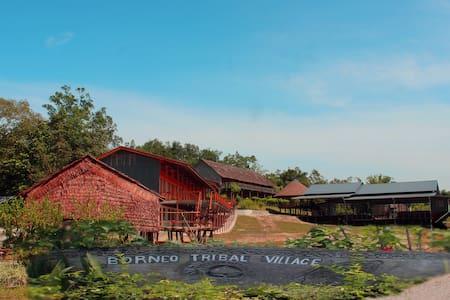 Borneo Tribal Village (Obut Pikatang Villagestay) - Bau