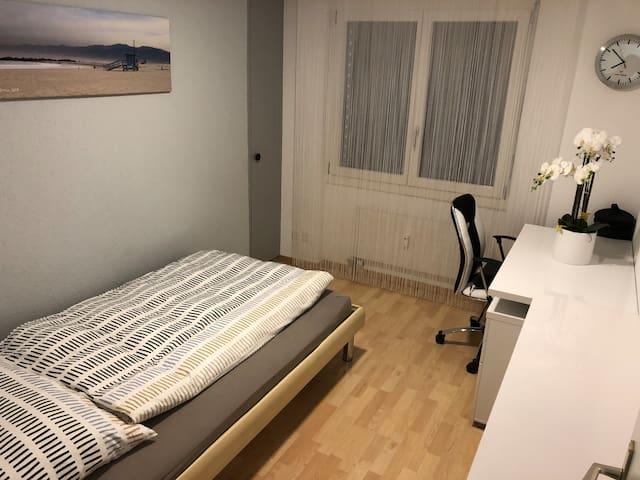 ruhiges und liebevolles Zimmer neben Visp