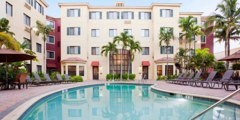 Great 1BR for 6 in Naples, close to attractions!