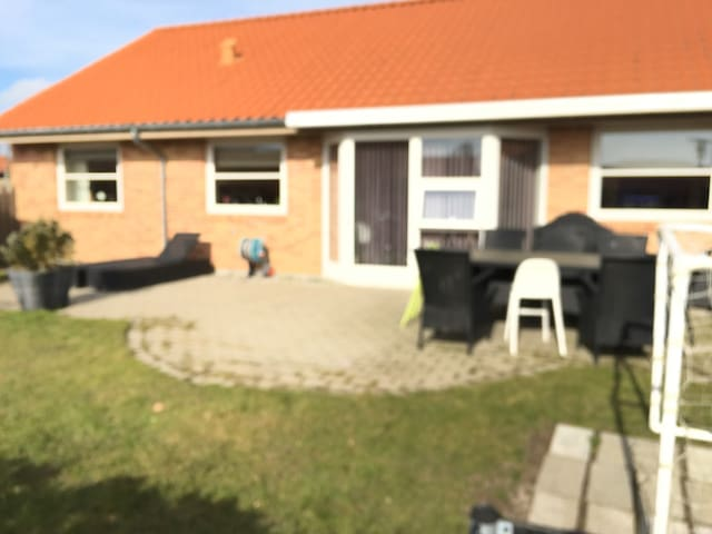 New house, with nice garden, very close to the sea - Jyllinge - Casa