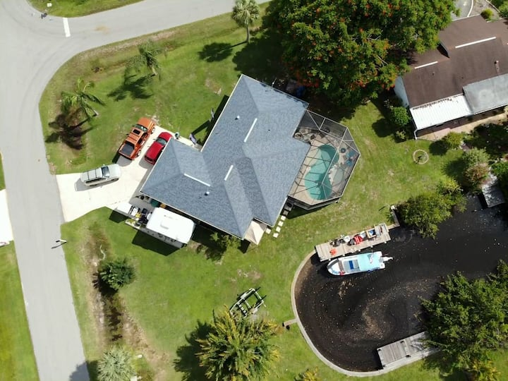 Beautiful quiet and quaint pool and Canal home.