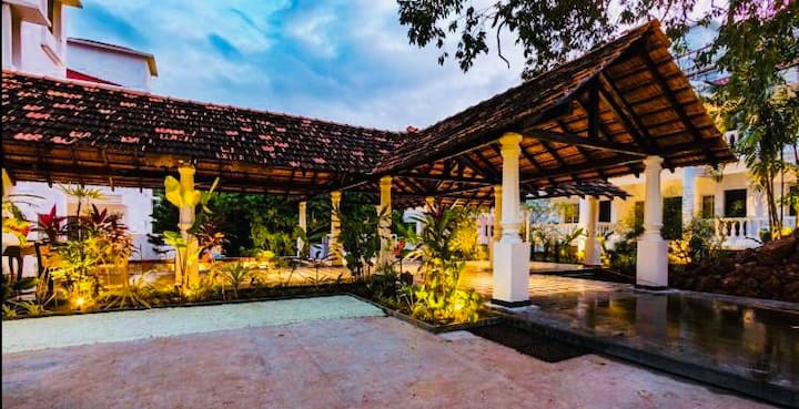 Boutique 3BH Aparthotel with Wifi and Pool Anjuna