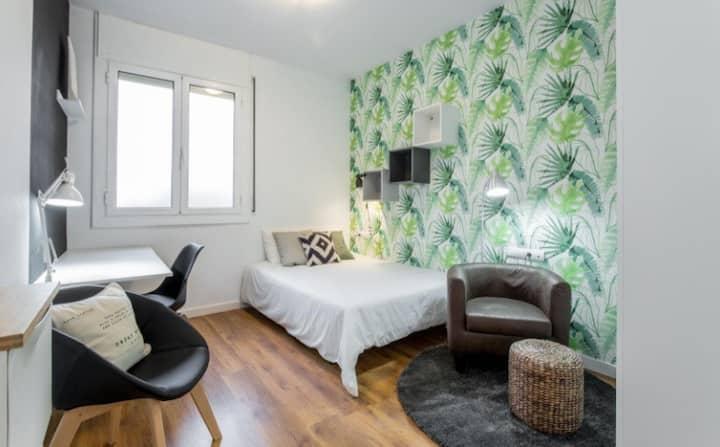 Enorme habitación en Atico espectacular en Gracia!